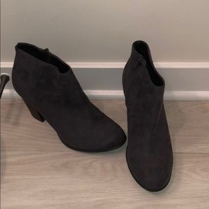 Old Navy gray suede ankle booties. Size 10